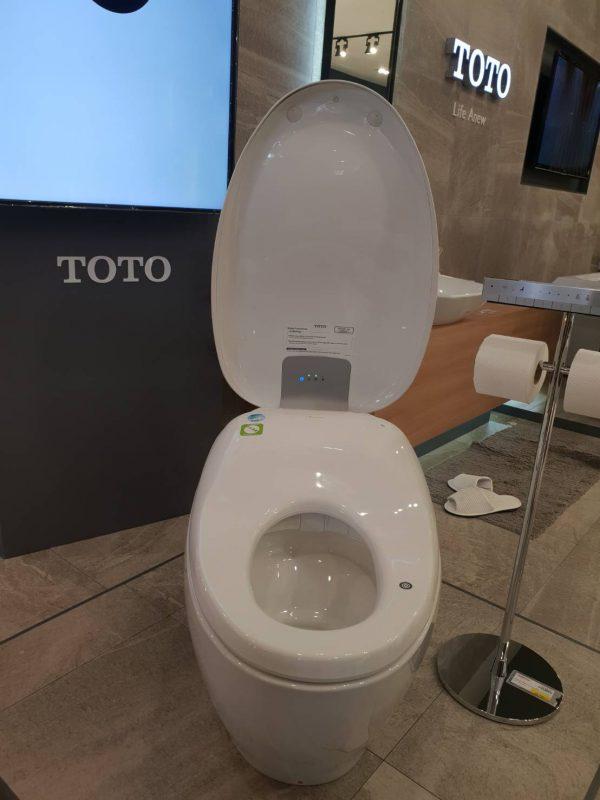 โตโต้-ฝารองนั่งอัตโนมัติ
